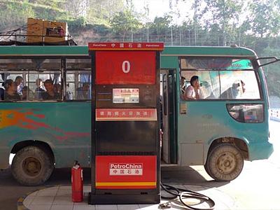 Автозаправочная станция национальной китайской компании PetroChina