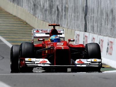 Фернандо Алонсо во время свободных заездов Гран-при Бразилии