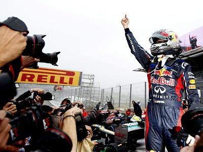 Себастьян Феттель на финише Гран-при Бразилии