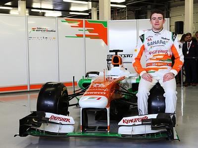 Пол ди Реста вместе с новым болидом Force India VJM06