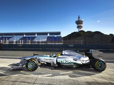 Новый болид Mercedes W04