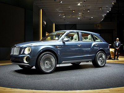Концепт-кар Bentley EXP 9 F (Falcon) на мотор-шоу в Женеве