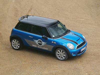 Текущее поколение MINI Cooper S
