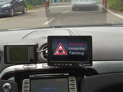 Система предупреждения об экстренном торможении автомобиля, находящегося вне зоны видимости