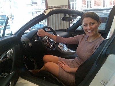 Продавец Bugatti Анита Крижан