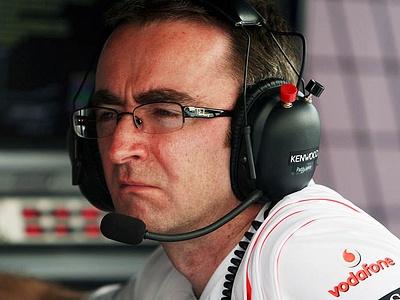 Падди Лоу на мостике McLaren