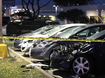 Поврежденные Hyundai на парковке дилерского центра South Point
