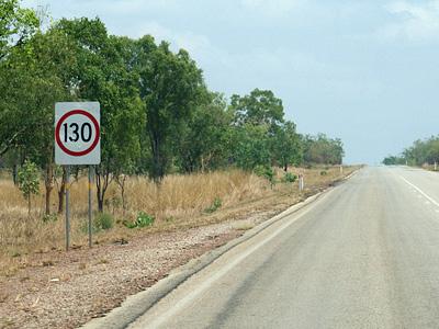 Ограничение в 130 километров в час на дороге Австралии