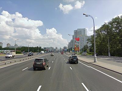 Ленинский проспект по дороге в центр перед пересечением с улицей Островитянова