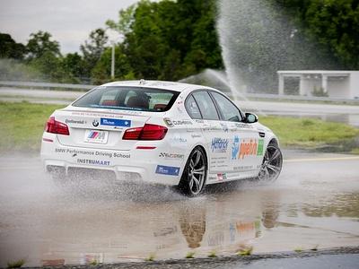 BMW M5 во время установления рекорда Гиннесса