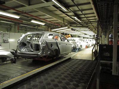 Производственный конвейер Volvo