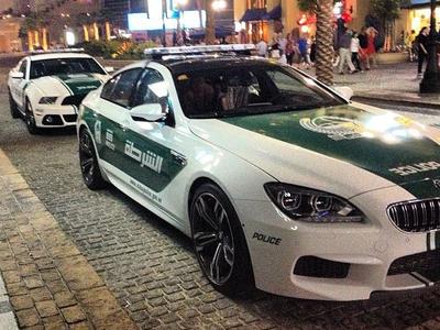 Патрульные Ford Mustang и BMW M6 дубайской полиции