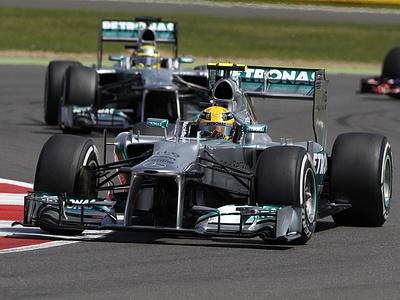 Льюис Хэмилтон за рулем Mercedes W04 на Сильверстоуне