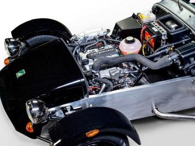 Трехцилиндровый мотор Suzuki на спорткаре Caterham