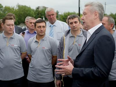 Сергей Собянин при посещении московского таксопарка