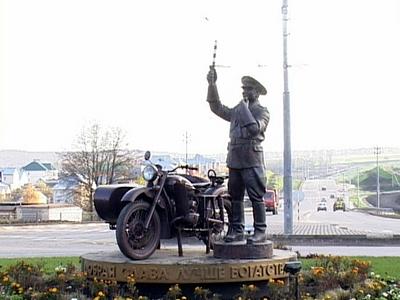 Памятник сотруднику ГАИ в Белгороде «Неподкупен, справедлив и всегда на посту»