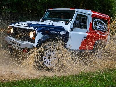 Раллийный Land Rover Defender, подготовленный Bowler Motorsport