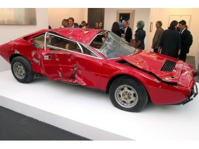 Разбитый Ferrari Dino GT4