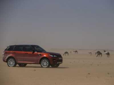 Range Rover Sport в пустыне Руб аль-Хали