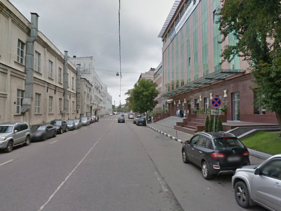 Парковка возле бизнес-центра в Москве