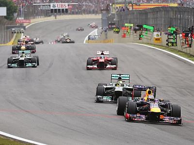 Себастьян Феттель на лидирующей позиции второго круга Гран-при Бразилии