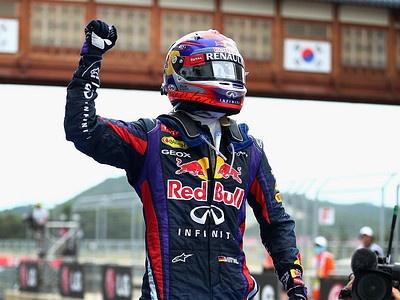 Себастьян Феттель празднует победу на этапе Формулы-1 в Южной Корее