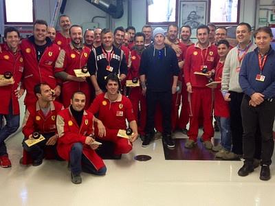Кими Райкконен (в центре) на базе Ferrari в Маранелло