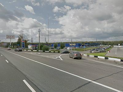 Съезд с Киевского шоссе к гипермаркету «Метро Кэш Энд Керри»