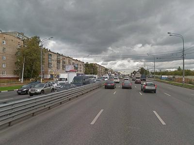 Разделяющие встречные потоки на Варшавском шоссе барьеры