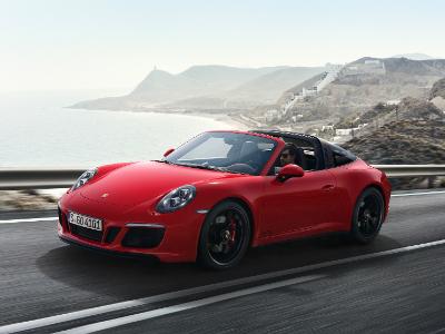 Компания Порш презентовала модель 911 GTS вДетройте