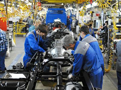 Выпуск авто в РФ упал на7,4% вследующем году