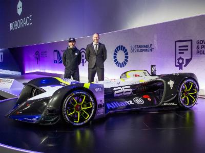 Компания Roborace показала гоночный автомобиль вБарселоне
