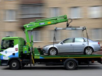 Генпрокуратуру попросили разобраться сэвакуацией авто без номеров