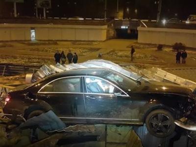 Москвичке выплатили деньги заупавший наееMercedes кусок моста