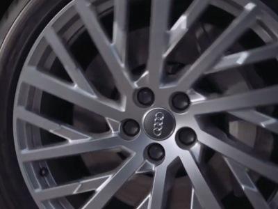 Человек-паук пропиарил новый седан Ауди A8