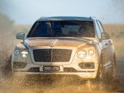 Глава Rolls-Royce назвал Bentley Bentayga непремиальным