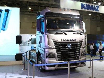 КАМАЗ представил стильный тягач с «автоматом»