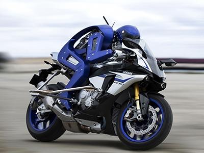 Yamaha провела состязания между андроидом-мотогонщика и специалистом