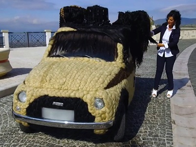 Итальянка украсила собственный Фиат 500 человеческими волосами