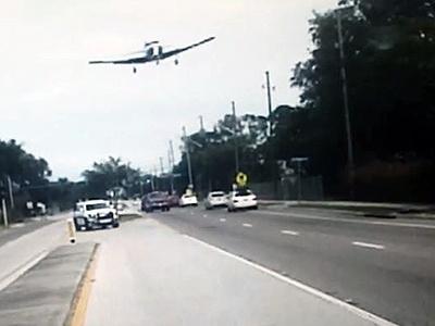 ВоФлориде самолет совершил аварийную посадку нашоссе