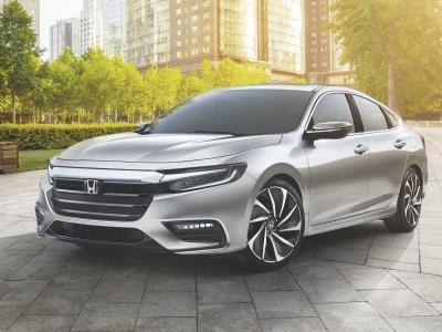 Honda показала обновленный гибридный седан class=
