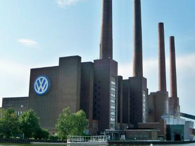 Немецких производителей автомобилей обвинили вопытах над людьми иживотными