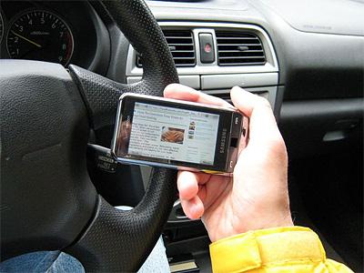 Отныне во Франции водители не смогут в стоящем автомобиле пользоваться телефоном
