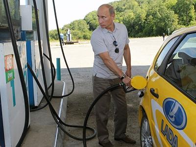 Первой жертвой требования В. Путина удешевить горючее стал «Газпром»