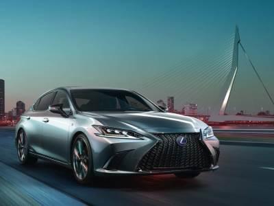 Lexus показал в Китае ES седьмого поколения