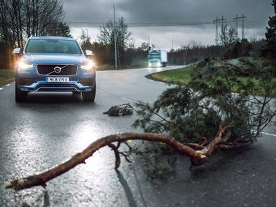 Автомобили Volvo смогут общаться друг сдругом и«заглядывать заугол»