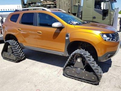 Dacia Duster превратили в гусеничную «танкетку»