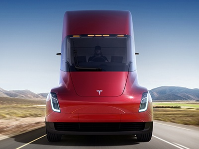 Электрофура Tesla Semi получит агрессивный режим вождения из«Безумного Макса»