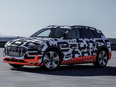 Audi раскрыл дату премьеры электрического кроссовера e-tron