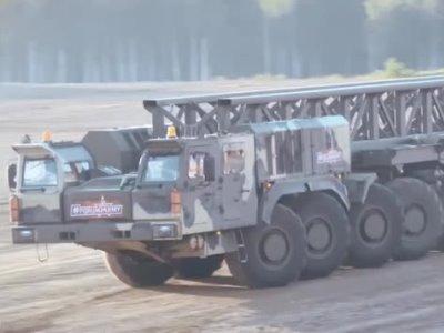 Видео: Боевая «сороконожка» «КАМАЗ» нещадно валит боком